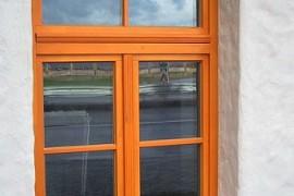 Koka logu montāža un demontāža
